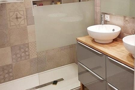 L'élégance du carreau ciment dans une salle de bain